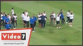 محمد إبراهيم وأحمد جعفر يلهبون حماس الجماهير بأرضية الملعب