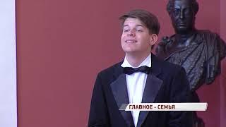 Дмитрий Миронов вручил многодетным семьям медали за верность родительскому долгу