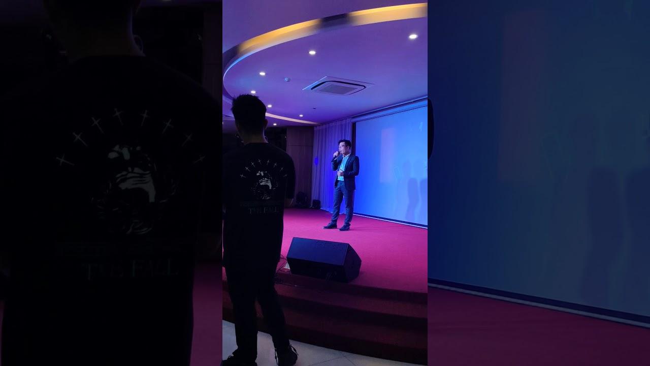 Gặp người đúng lúc -  cover  - lẩu Wang gala 2019