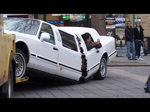 Limo breaks in two - YouTube