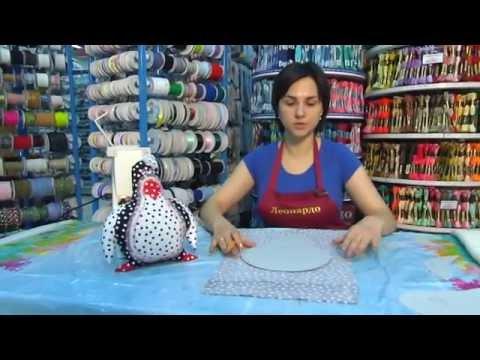 видео: Шитье: Подушка-игрушка Пингвин в технике печворк