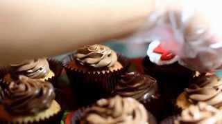 Капкейки (кексы) с начинкой и со съедобными фотографиями.  Cupcakes and stuffed with edible photos(http://vk.com/lovetort Капкейки с разнообразной начинкой и со съедобными фото. Cupcakes and stuffed with edible photos., 2015-10-18T17:36:40.000Z)