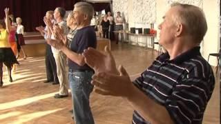 Пенсионеры танцуют танго