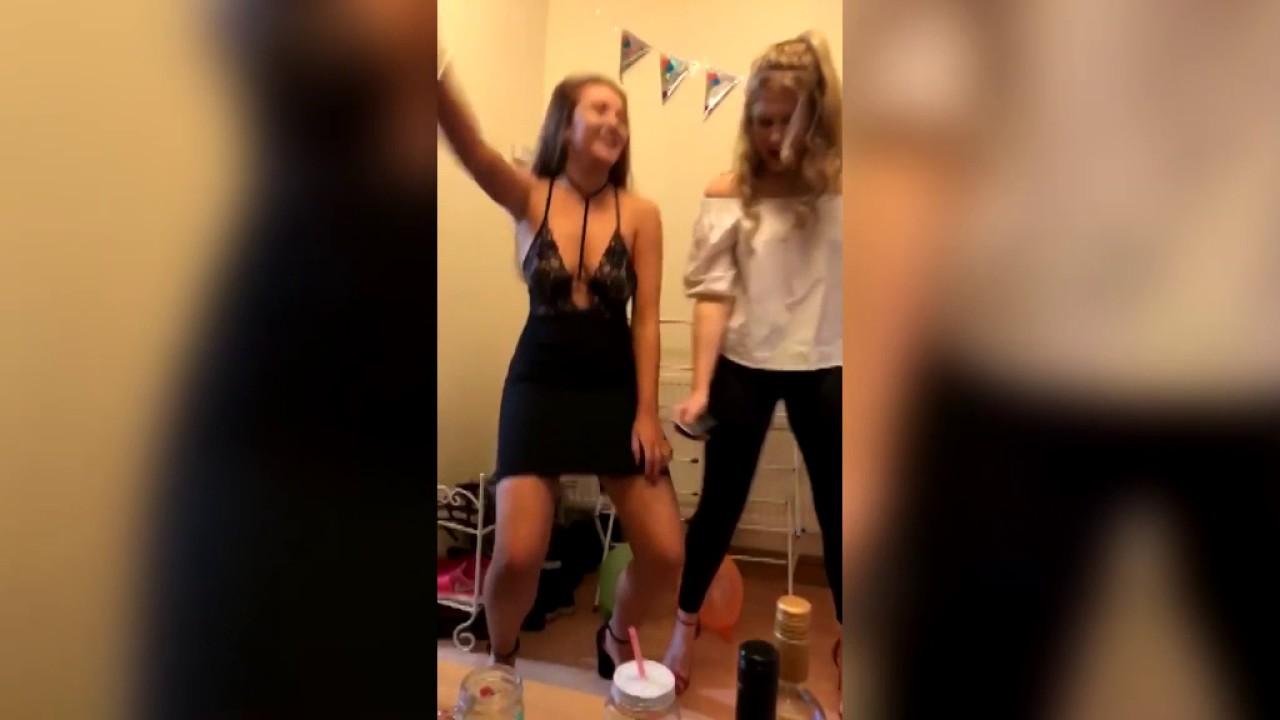 Сексуальные танцы задниц