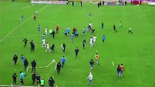 Perù, partita di calcio si trasforma in guerriglia: polizia in campo con scudi e manganelli