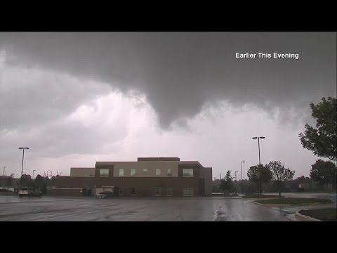 Video of tornado touching down in Lee's Summit