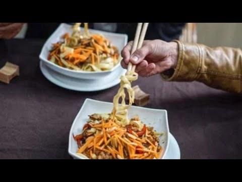 Chinese Food In Gaza: Restaurant serves customers with chopsticks