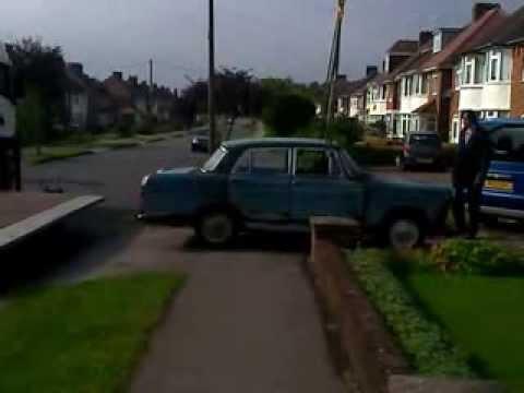Classic Car Austin Cambridge Breaks in Half - video 1 of 2