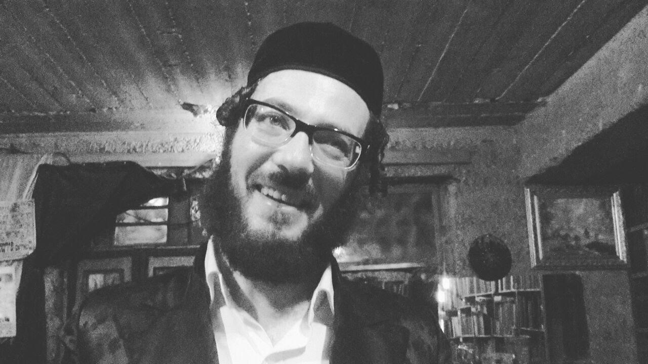 ערבים זה לזה - אברום בורשטיין בקליפ סאטירי: על נוכלויות בקרב אברכים