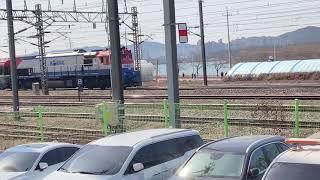 의왕 철도박물관 인근을 통과하는 새마을호 열차
