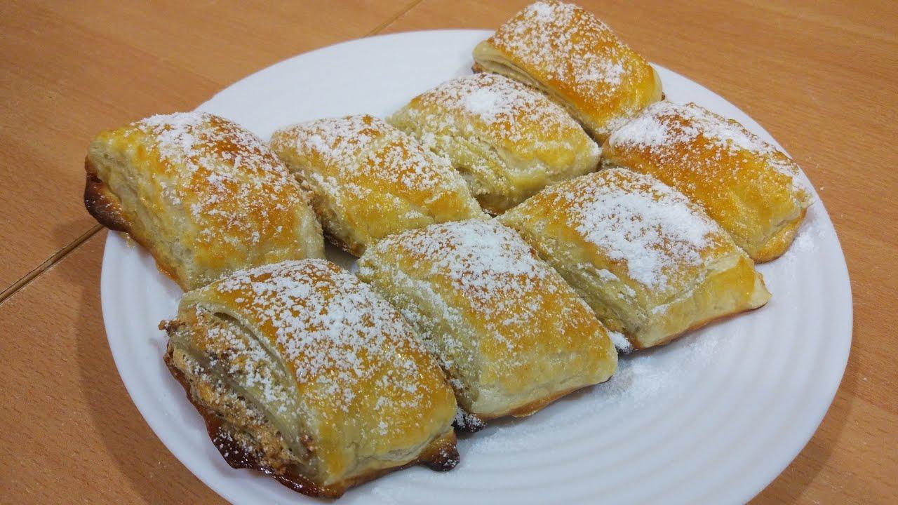 Сладкие булочки из слоеного теста в чаю с начинкой