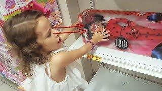 TIPOS DE CRIANÇAS na loja de brinquedos 01 - MÃE MIM DA A Ladybug do Miraculous  KKKKK