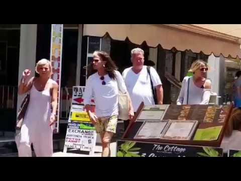Steven Tyler de compras por Los Cristianos, Tenerife Sur