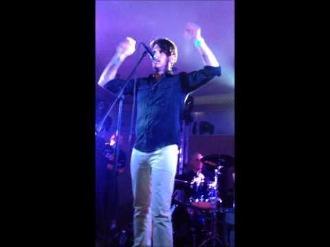 Paco Familiar cantando Almohada