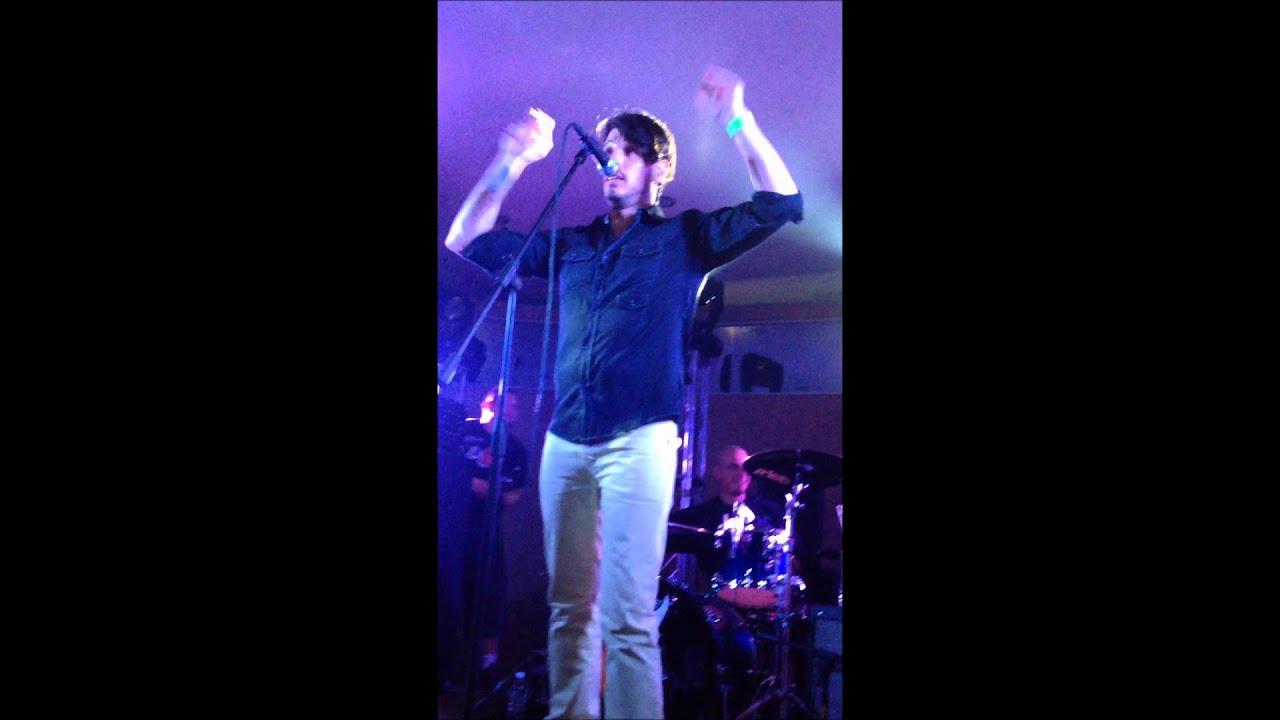 Paco familiar cantando almohada youtube for Paco familiar