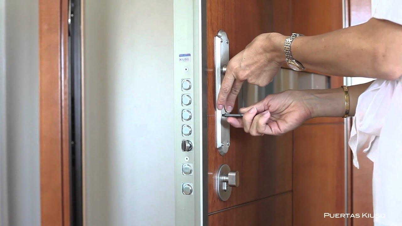 Puerta kiuso con cerradura doble vista desde for Puerta plegable con cerradura