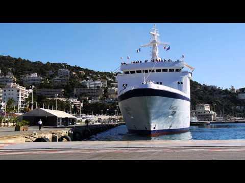 Die MS BERLIN von FTI Cruises legt in Nice an.