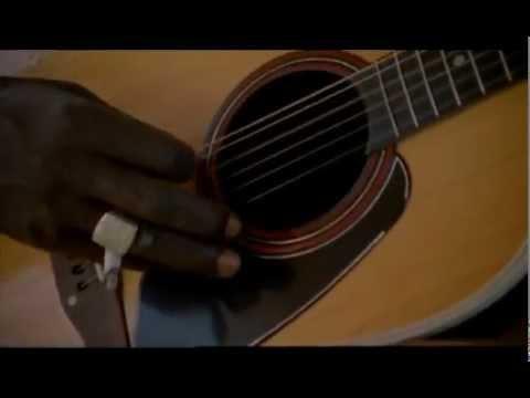 Ali Farka Touré on a pinas singing Dofana with Samba Touré,Barou Diallo and other musicians.
