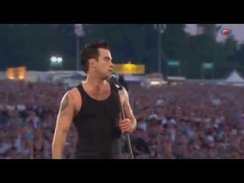 "Robbie Williams - ""Me and my monkey"" (Live @ Knebworth)"