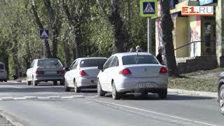 Екатеринбуржцы ищут тех, кто видел, как их сына сбила машина на Уктусе