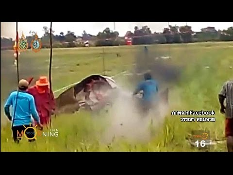 อุทาหรณ์..รถไถเสียหลักพุ่งชนเจ็บ1ในการแข่งรถไถจ.อยุธยา
