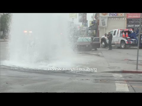 Thousands of Gallons of Water Spilling from Hit Hydrant / Fairfax District  RAW FOOTAGE