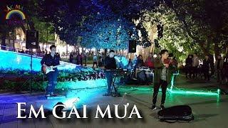 Em Gái Mưa - Hương Tràm cover Violin hòa tấu gây sửng sốt Phố Đi Bộ