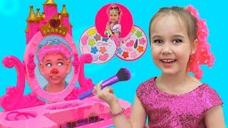Julia Pretend Princess and Play with Magic Mirror