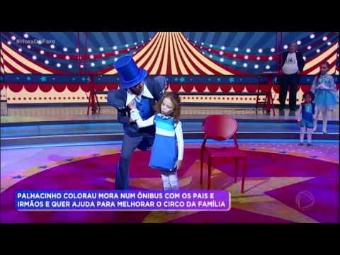 Palhacinho Colorau e família se apresentam no palco do Hora do Faro