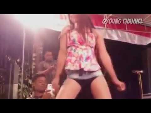 Dangdut Koplo Hot Uut Selly & Della Santika - Goyang Morena thumbnail
