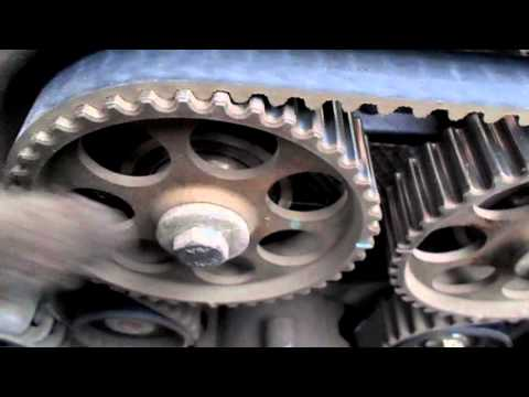 Cмотреть видео онлайн как поменять помпу  и ремень грм на деу нексия 16 клапанов,1