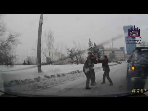 Водители не поделили дорогу на Белинского и завязали драку («ЧП Красноярск»)