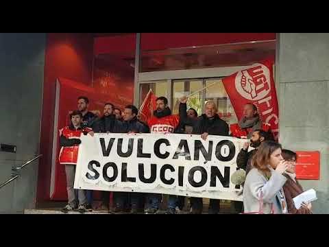 La plantilla de Vulcano protesta ante el Santander