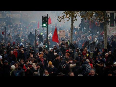 شاهد: إضراب عام يشلّ الحركة في فرنسا وأعمال عنف تندلع في باريس ونانت…  - 19:59-2019 / 12 / 5