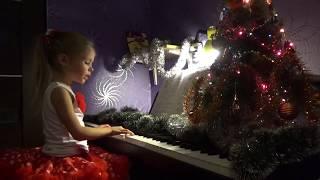 Песня «А снег идёт» (Е.Евтушенко -  А.Эшпай.) поет и играет Ледянкина Элина