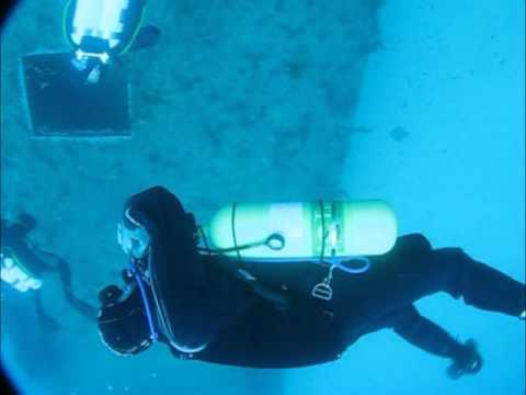 Steve Bogaerts dives