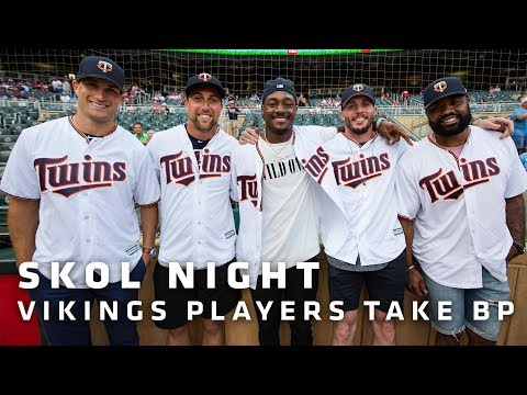 Kirk Cousins, Other Vikings Players Take Batting Practice Before Twins Game | Minnesota Vikings