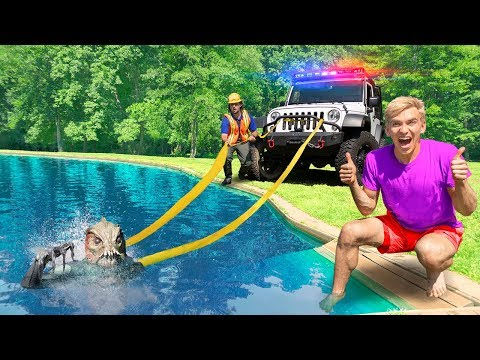POND MONSTER CAPTURED! (ANIMAL CONTROL OFFICER TRAPS MYSTERY CREATURE HIDING IN SHARER FAM BACKYARD)