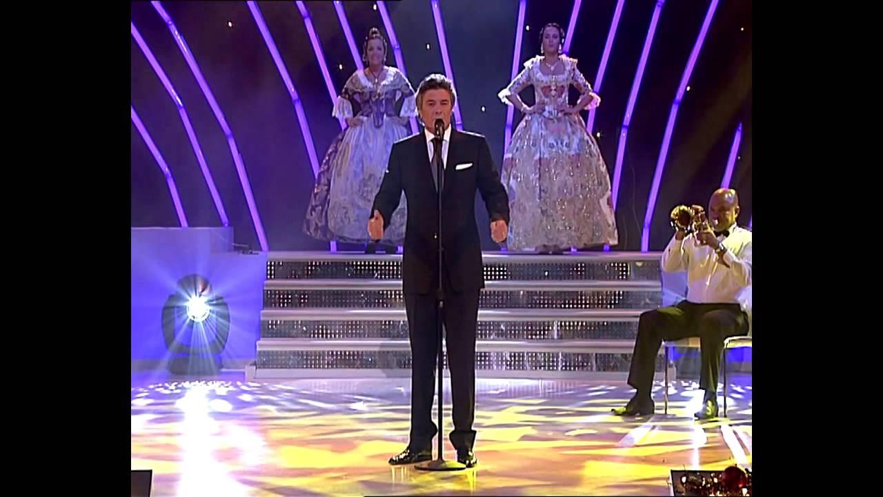 Con esa impresionante voz, nos canta el himno de valencia...