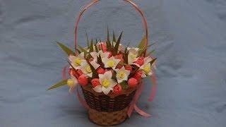 Оформление корзинки с цветами из конфет. DIY sweet design