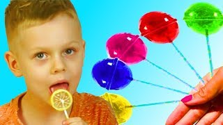 Andy and Mommy pretend play with Fruit Lollipops