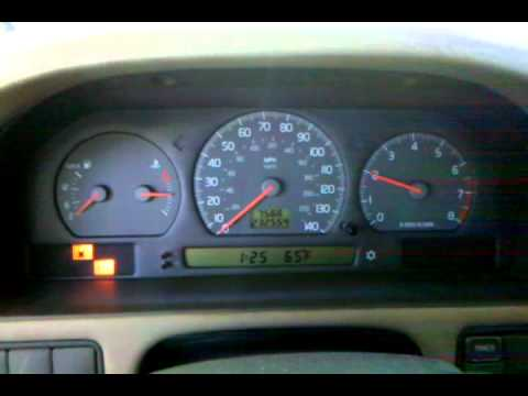 Volvo S70 1999 Throttle Hunting. - YouTube