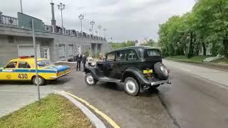 Первые экспонаты своим ходом переезжают в первый музей ретроавтомобилей в Хабаровске 6 июля 2020
