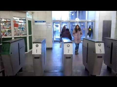 Холл метро Цветной бульвар и выход на бульвар