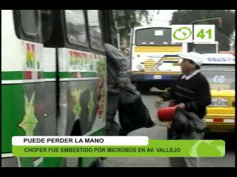 Chofer fue embestido por microbús - Trujillo