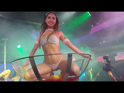 めちゃめちゃエロい! Tバック美女がグラスの中で限界ギリギリのセクシーダンス