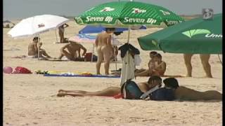 Repeat youtube video Praias Naturistas /Nudismo - Tirar a roupa em espaços públicos legalizados