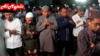 Ustadz Adi Hidayat Menjadi Imam Shalat Isya Berjama'ah di Masjid Al-Ihsan