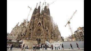 Sagrada Familia gets building permit after 137 years