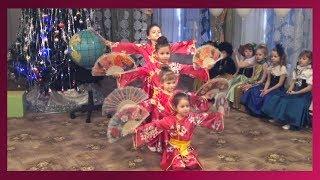 Новогодний утренник Китайский танец с веерами подготовительная группа